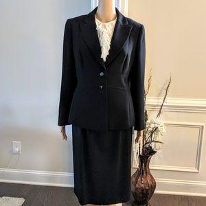Tahari classic black blazer button front Size 10P